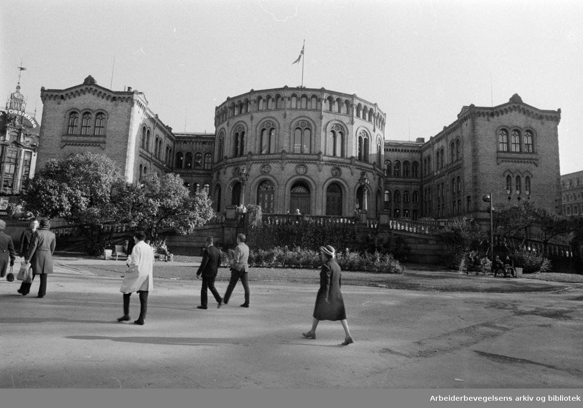 Stortingsbygningen. Oktober 1972