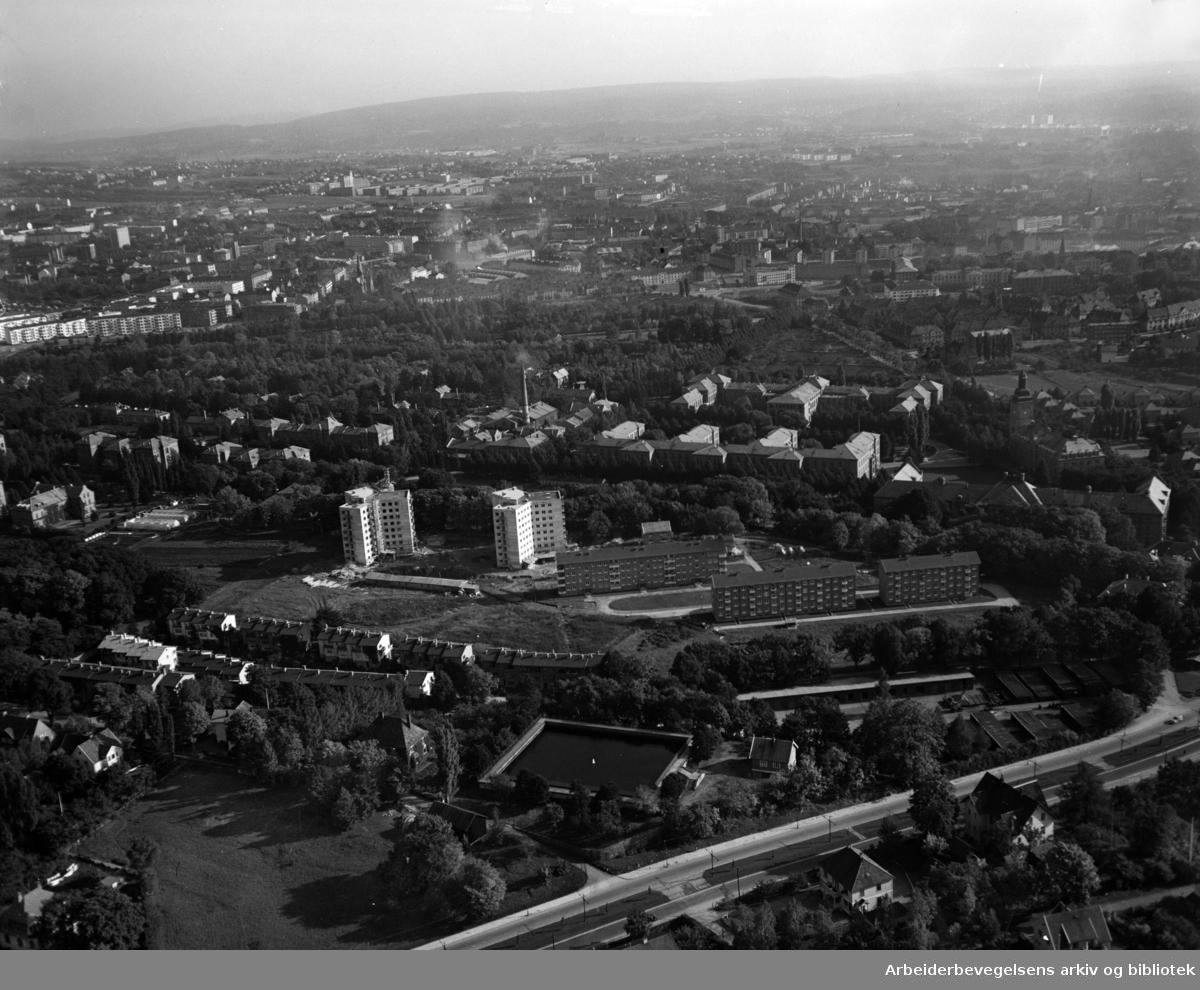 Ullevål Sykehus og Søsterhjemmet. Flyfoto. Oktober 1951