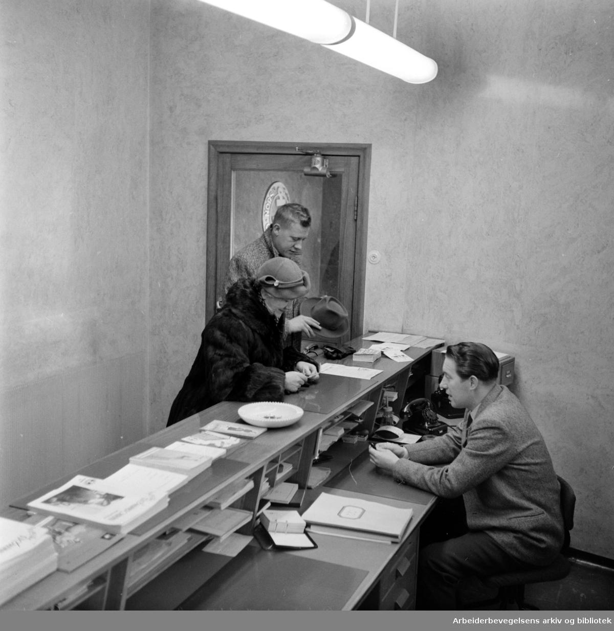 Sjømennenes Hus, interiører. Ekspedisjonen. Januar 1958.