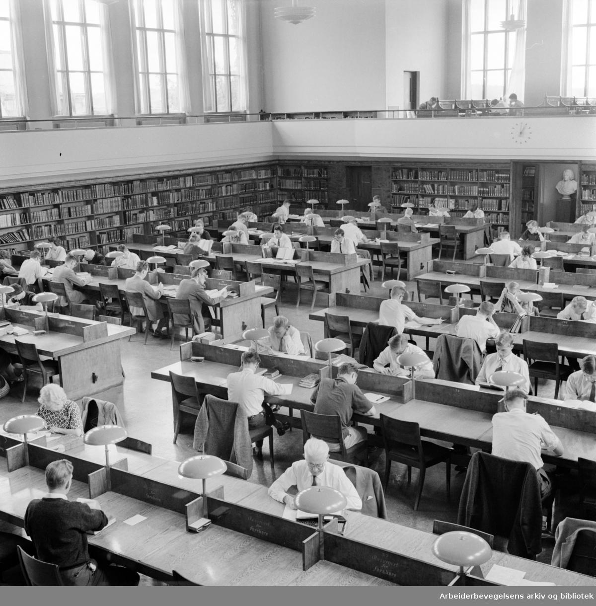 Universitetsbiblioteket. Lesesalen. Juli 1961