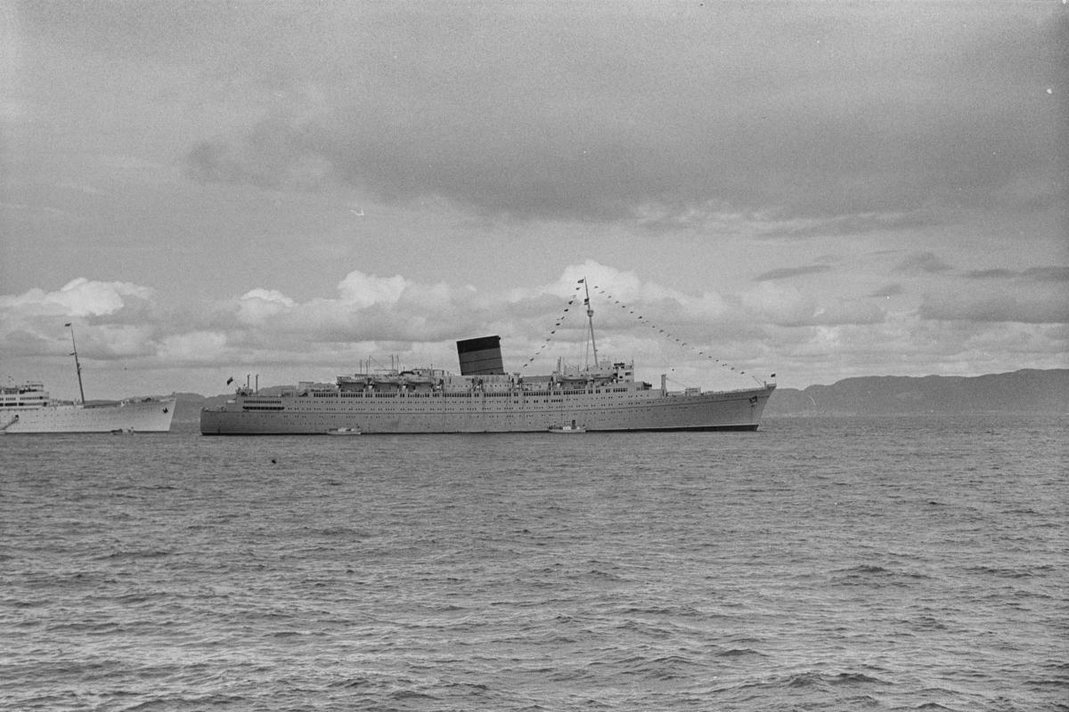 Cruiseskipet RMS Caronia i Trondheimsfjorden.