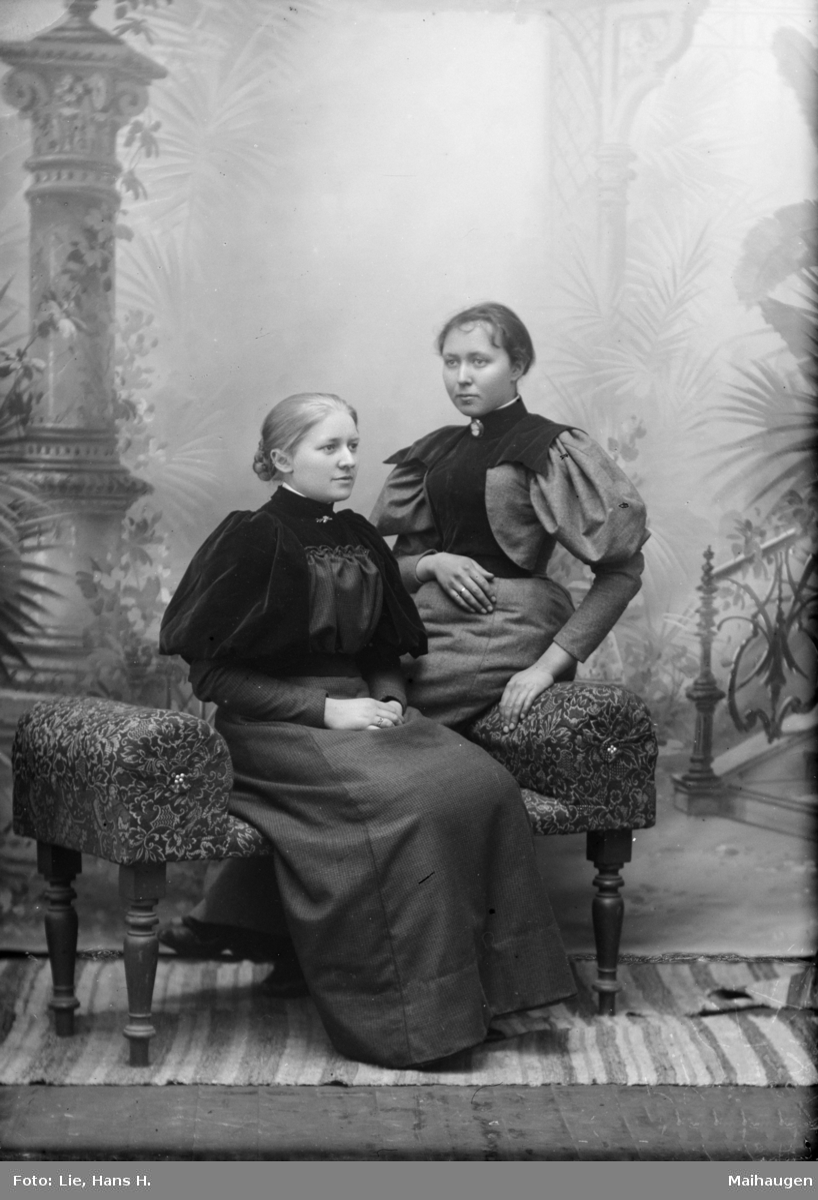 Portrett av Anna Sofienberg til venstre og Eline Siljuberget til høyre.