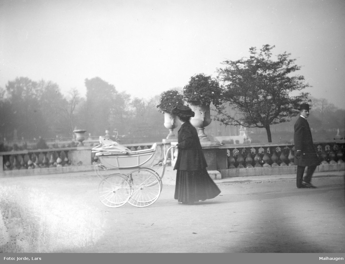 Kvinne med barnevogn