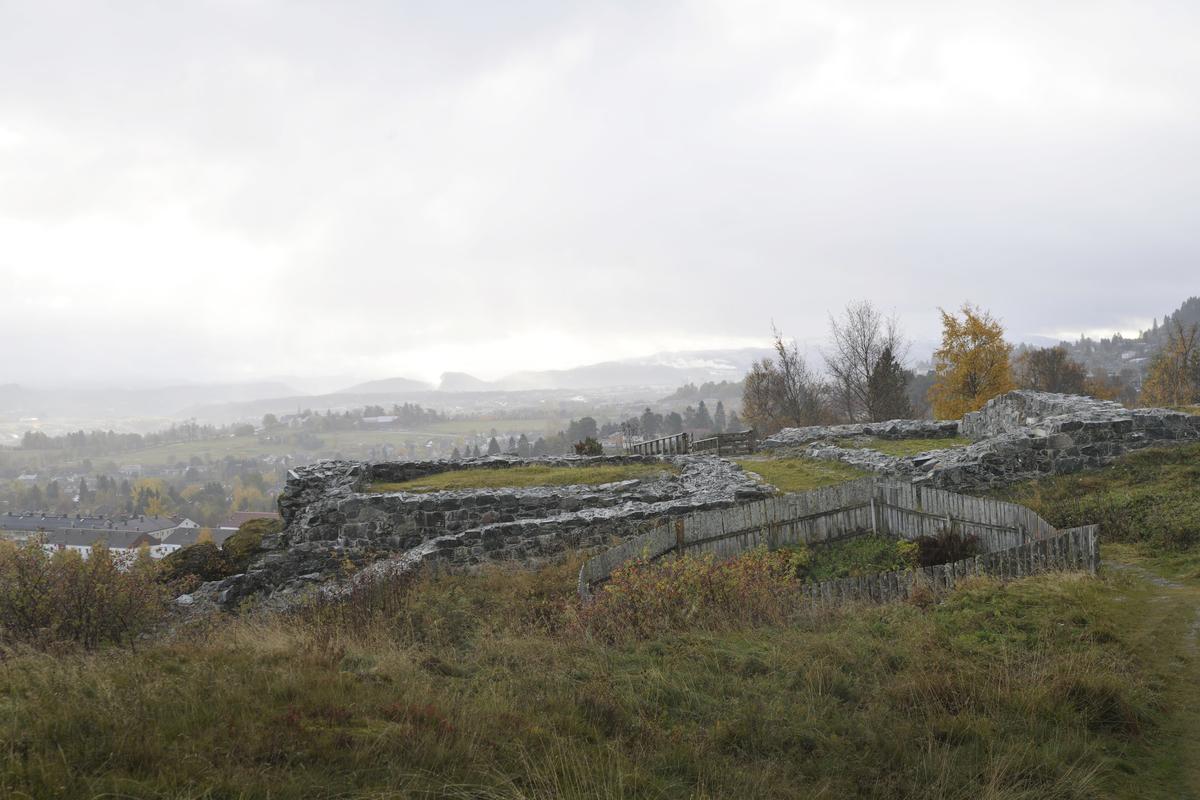 Sion, borgruin. Restene av kong Sverre Sigurdsson borg, som ble grunnlagt vinteren 1183-84.