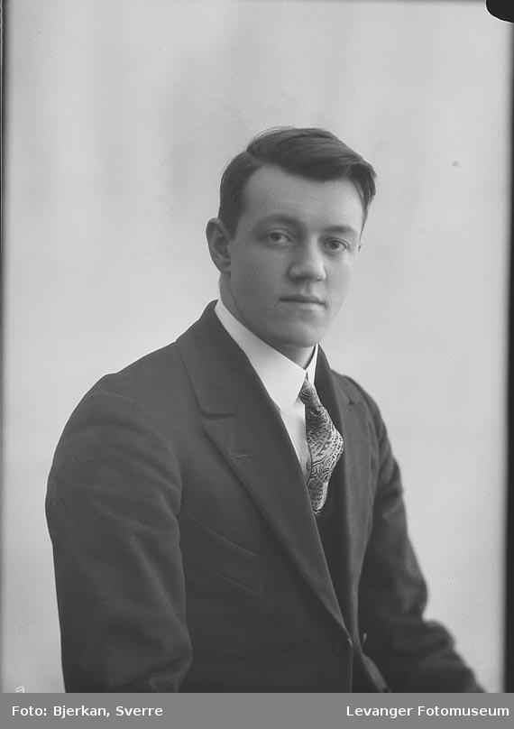 Portrett av Olav Kjelstad