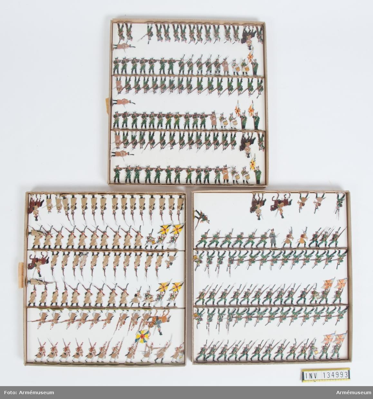 Infanteri och jägare från Ryssland från Napoleonkrigen. Tre lådor med figurer. Fabriksmålade.