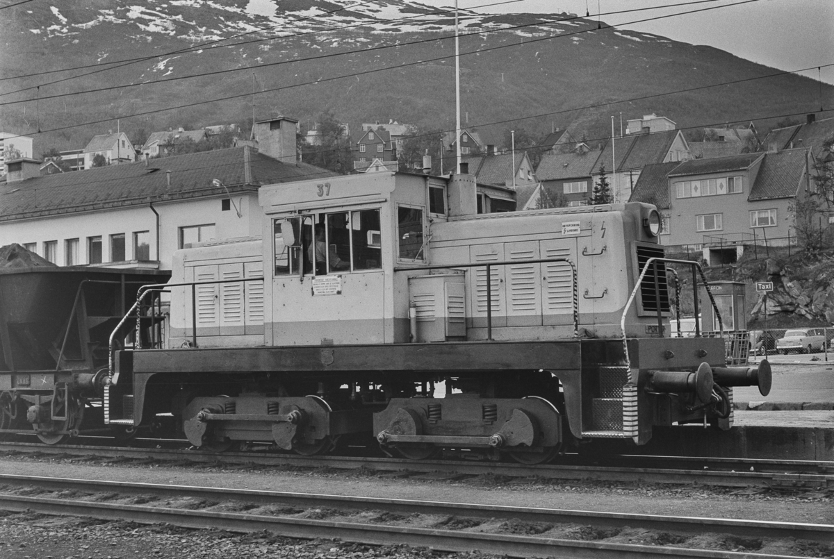 LKABs diesellokomotiv nr. 37 på Narvik stasjon.