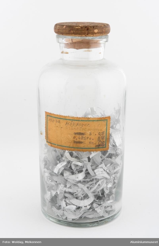 Glass med lokk og innhold.