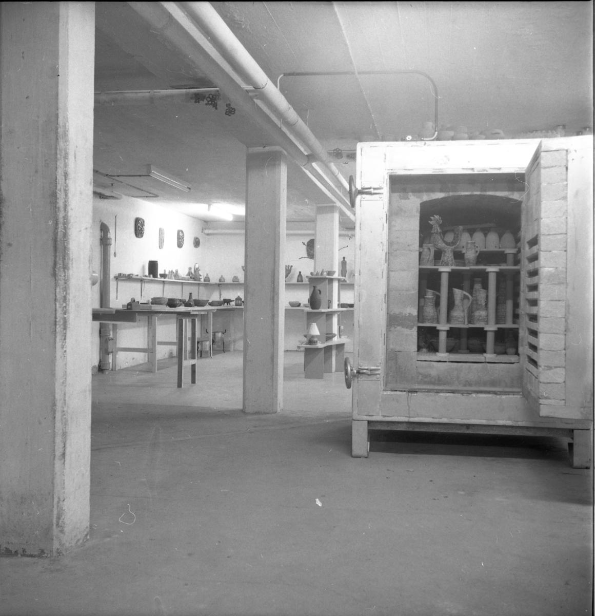 """Olle """"Keramik-Olle"""" Hermanssons keramikverkstad på Brahegatan 44."""