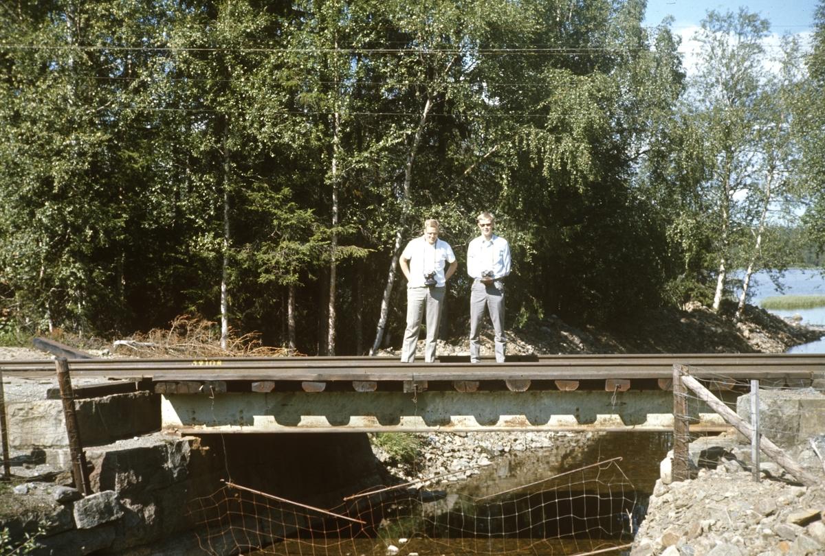 """Gaute Narverud og Jørgen Seemann Berg på """"fotosafari"""" langs Valdresbanen."""
