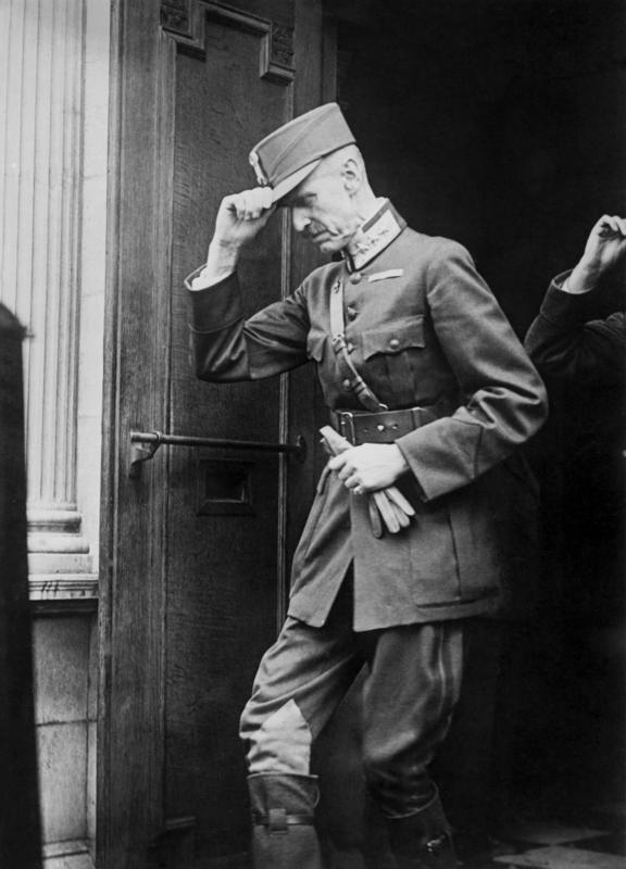 Kong Haakon utenfor sjømannskirka i London 23. juni 1940. Foto: Ukjent/De kongelige samlinger. (Foto/Photo)