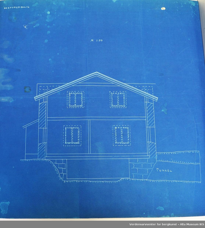 """Konstruksjonstegninger på blå papir. Tegningene viser situasjonsplanene for hovedbygningene med leiligheter, """"Borgen"""" og de andre uthusene."""
