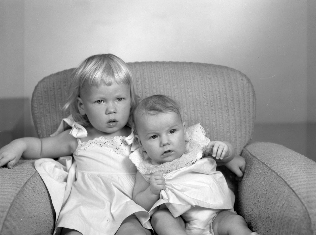 Yvonne och Anica Wahlman, Årsunda. Den 18 september 1956