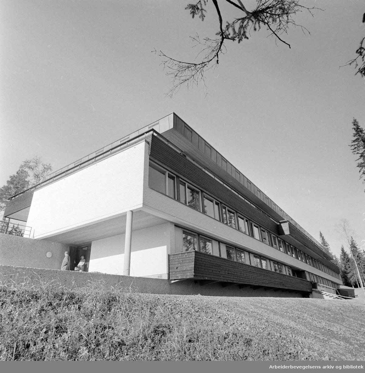 """""""Voksenåsen"""", ferdig til innvielsen. September 1960"""