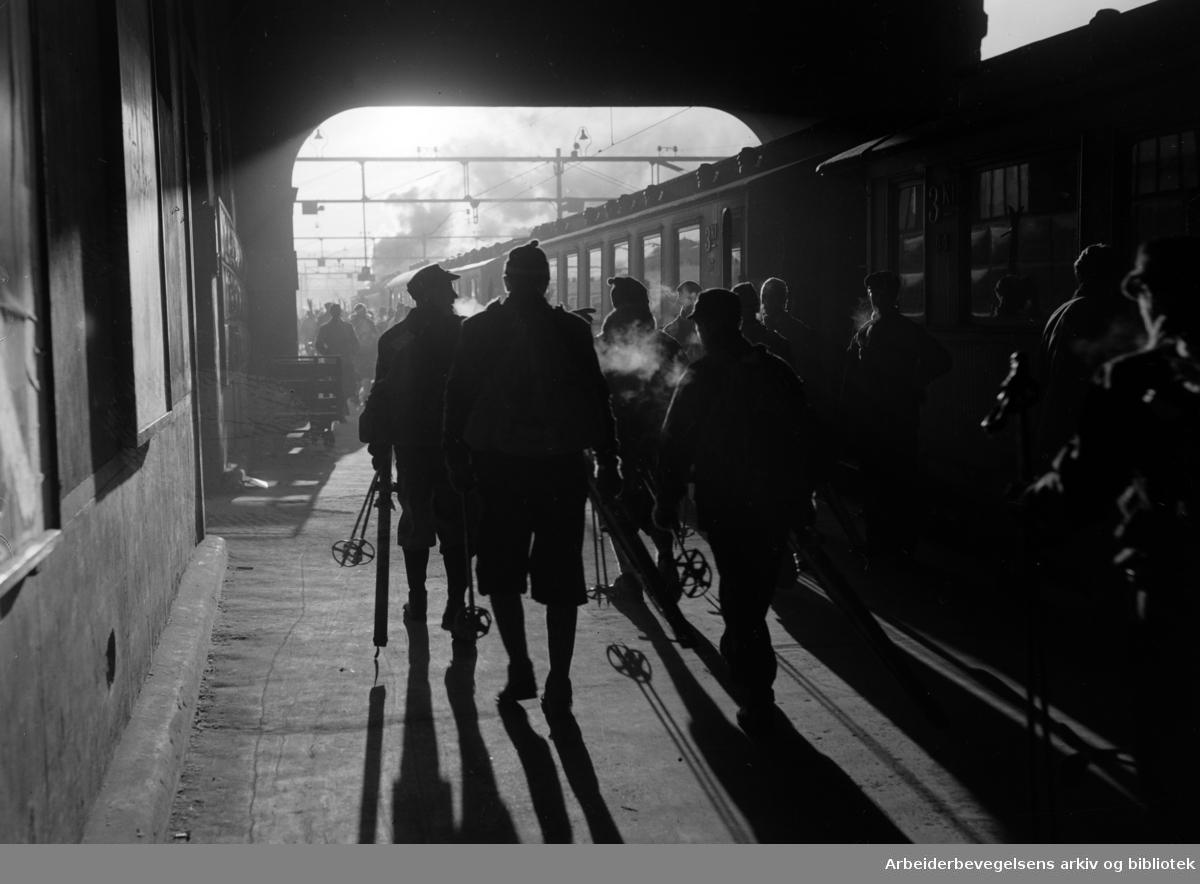 Østbanestasjonen. Mars 1951