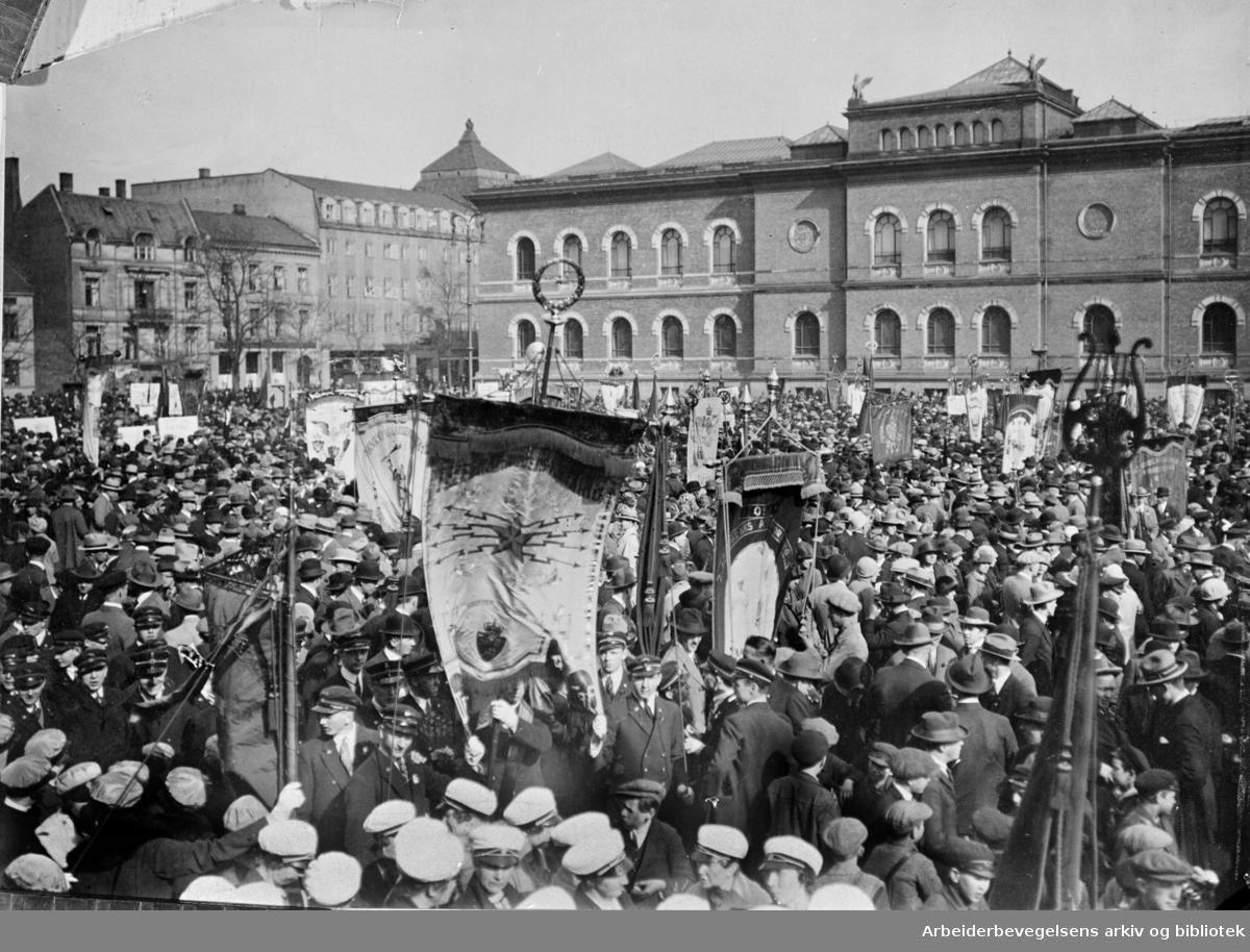 1. mai 1926 i Oslo. Demonstrasjonstoget samles på Tullinløkka før avmarsj.