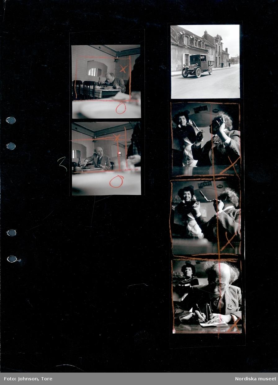 """Man på restaurang, Frankrike. Kontaktark för bildserien """"Den franske mannen"""". På ett par av bilderna syns även fotografen Rune Hassner."""