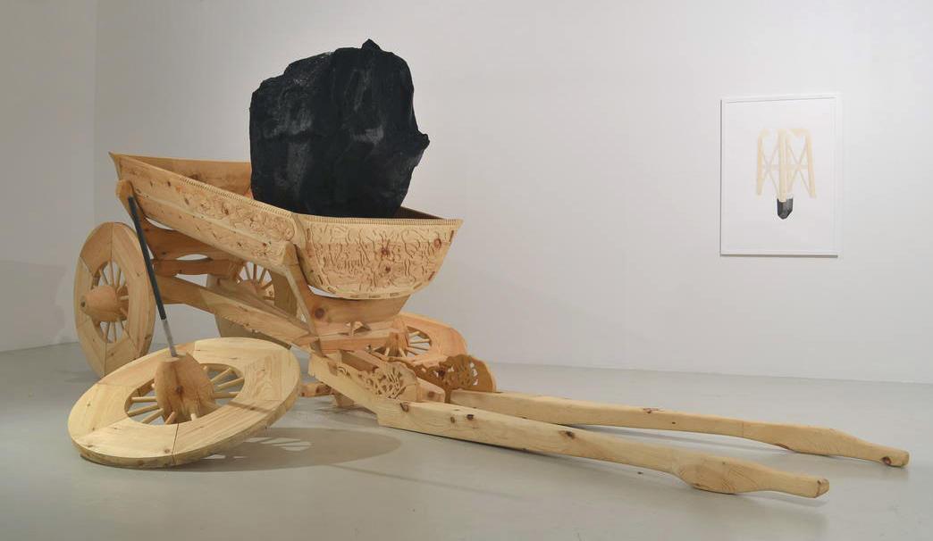 Treskulptur av Tore Reisch.