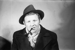 Ole Roseth fra Lena. Seks portretter ca. årsskiftet 1951/52.