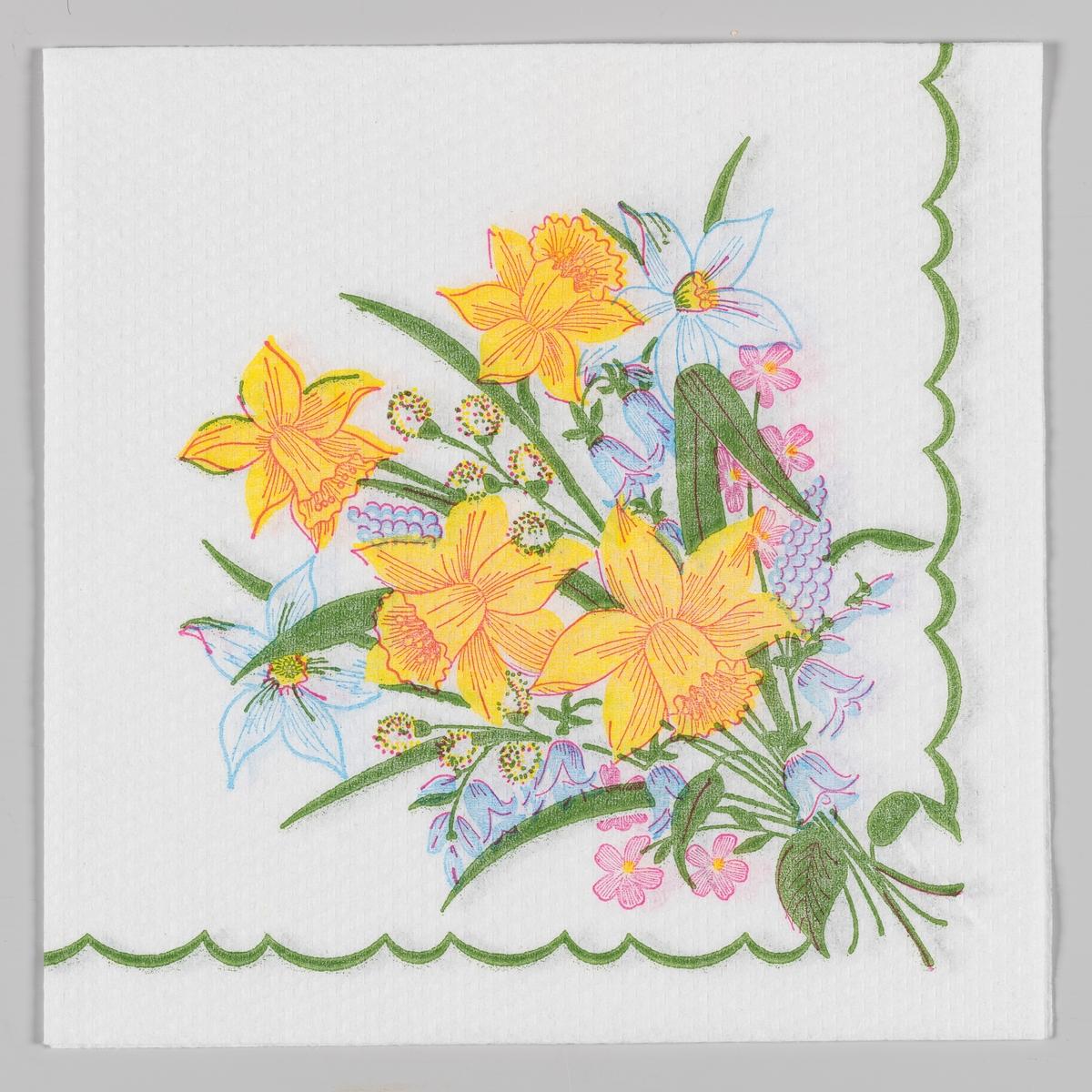 """En bukett med påskeliljer, pinseliljer, grener med """"gåsunger"""", perleblomster, klokkeblomster og små rosa blomster. En bølget grønn kant."""