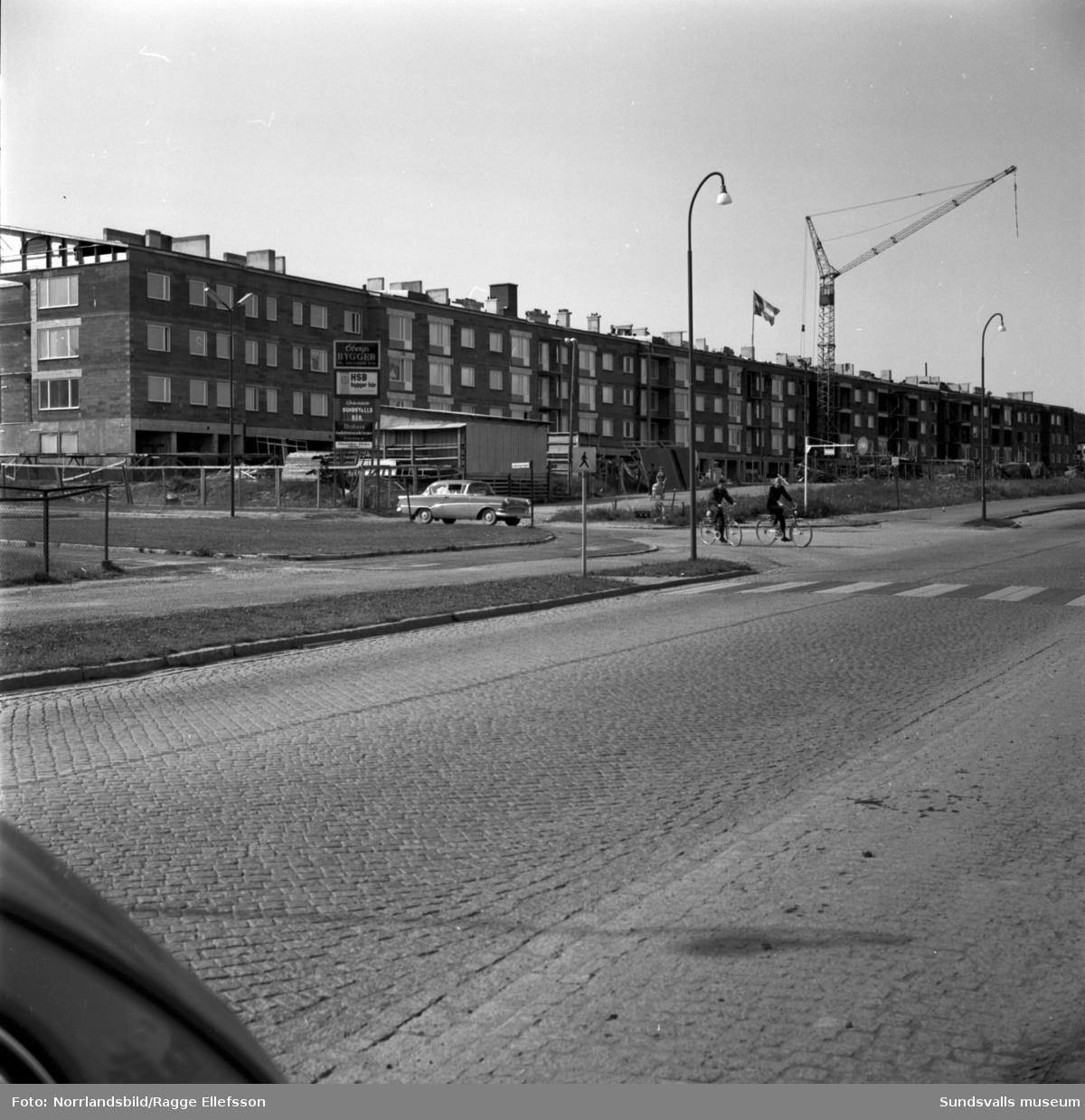 """Taket läggs på HSB:s nybygge i kvarteret Tegen, kallat """"Långholmen""""."""