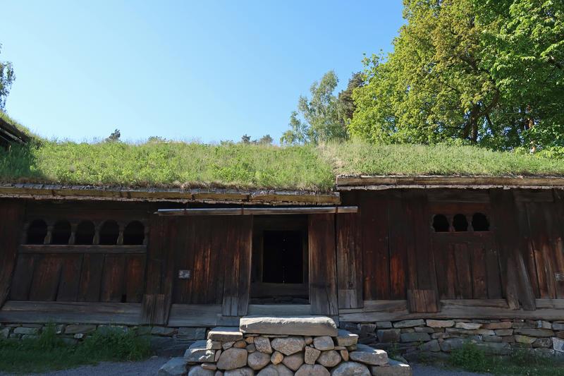 Stue fra Kjelleberg, Setesdal, på Norsk Folkemuseum. Foto: Astrid Santa, Norsk Folkemuseum.