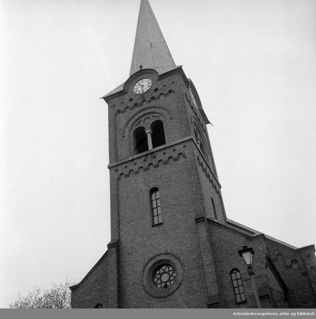 Petrus kirke. Navnet ble endret i 1962 til Sofienberg kirke..Mai 1957