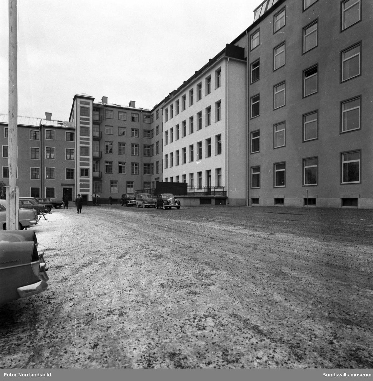 Entrén till Sundsvalls lasarett (senare ombyggt till kommunhus).