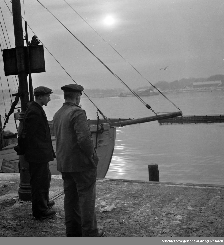 Havna. Stemningsbilder. Desember 1949