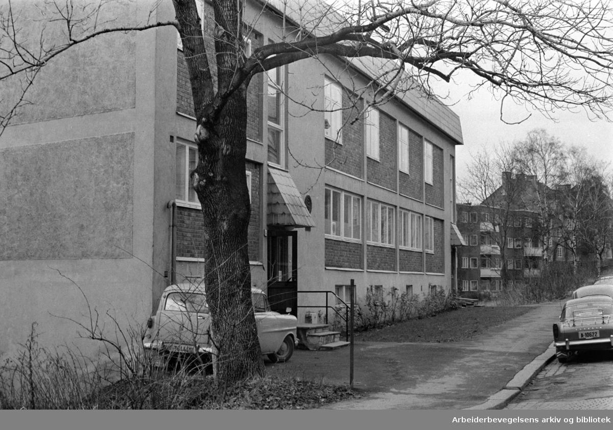 Husmorhuset. Eksteriør. Desember 1967
