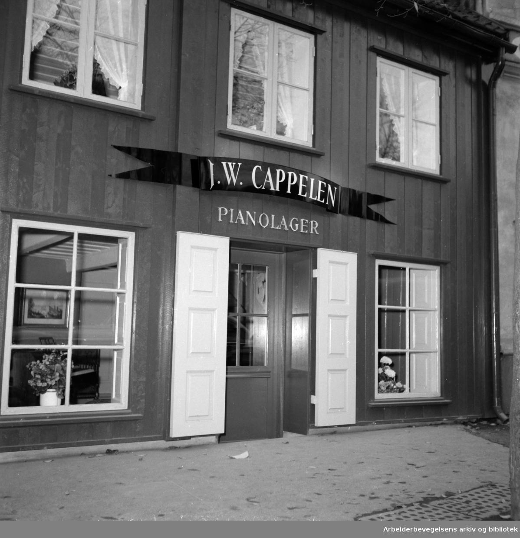Grønlandsleiret. J.W. Cappelen pianolager. August 1956