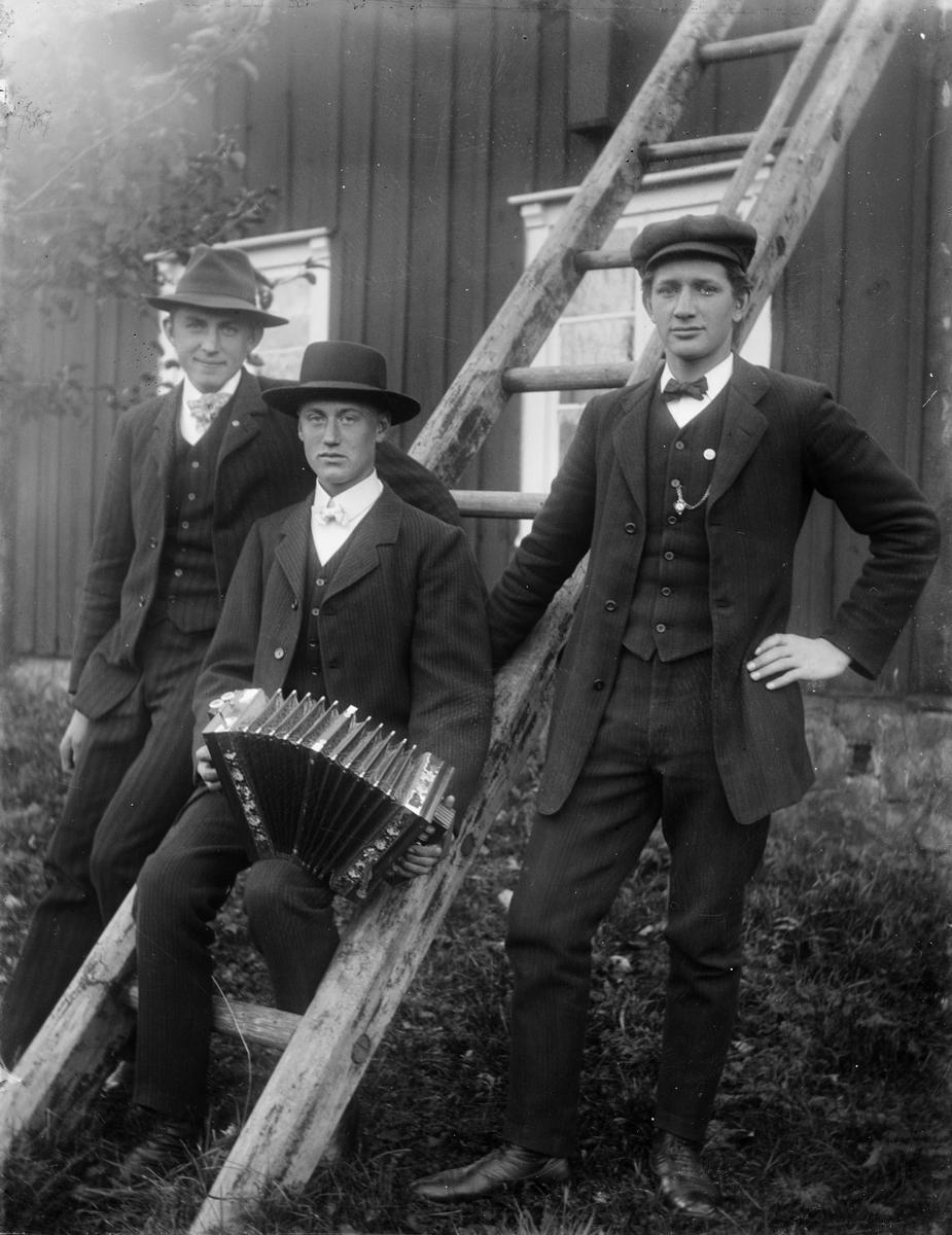 Tre män med ett dragspel, Uppland