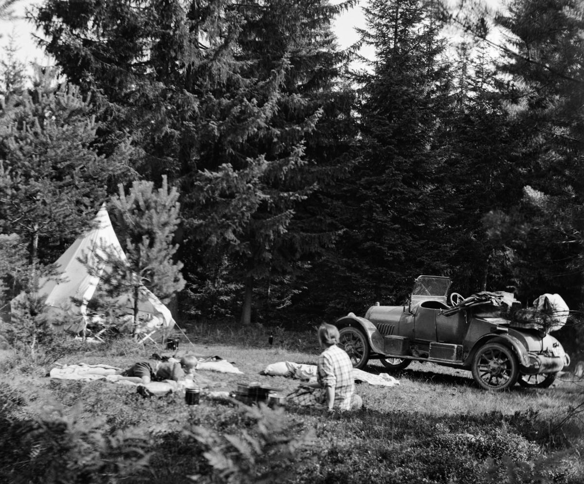 Bilferie med telt på 1930-tallet. (Foto/Photo)