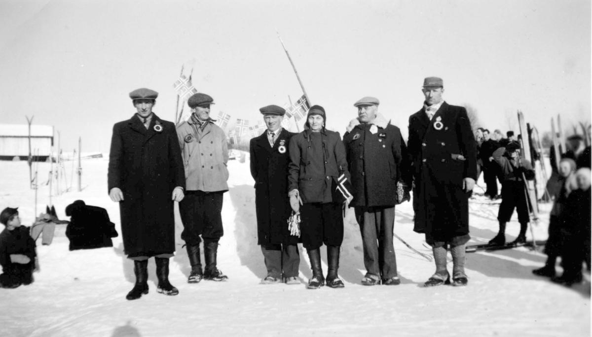 Fra v. Ivar Kvernvolden, Lars Skjelseth, Arnt Dalseng, Magnhild Mæland, Jørgen Kvernvolden og Karsten Sandberg. Vesleelva skilag, Røsetgrenda, Furnes.