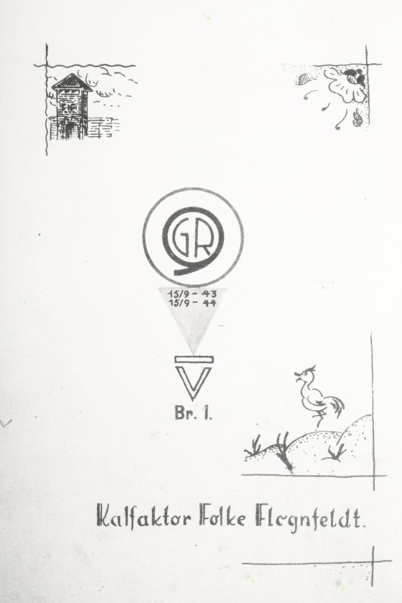 Tegning av 5 mannlige fanger rundt et ord. Det står en stor gryte midt på bordet. I gryta ser man blomster, fiskeben og en grisehode. 4 av dem sitter, han ene står over gryten med en øse.  En blomst med to sommerfugler.  Et vakttårn, en blomst og en and. Midt i mellom disse motivene er grinisymbolet.