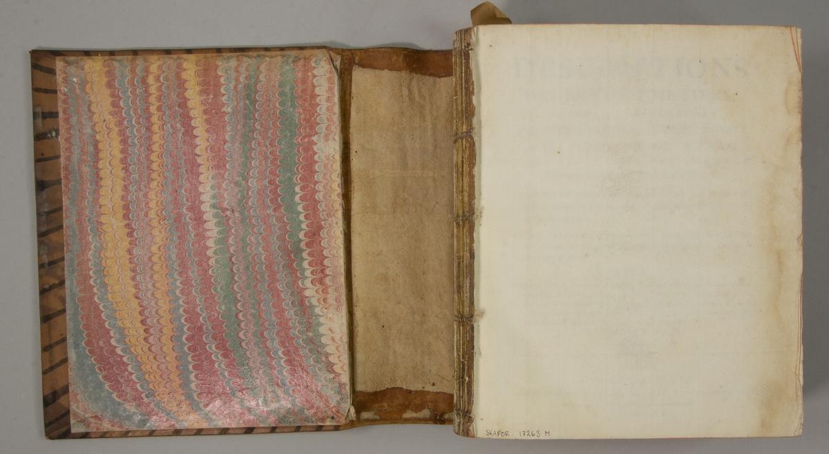 """Bok, helfranskt band """"Descriptions des arts et métiers"""" ny upplaga, vol. XIV, utgiven av J.E. Bertrand och tryckt i Neuchatel 1780.   Bandet med blindpressad och guldornerad rygg, titelfält med blindpressad titel och ett mörkare  fält med volymens nummer. Pärmens insida klädd med marmorerat papper. Med rött snitt. Påklistrad etikett märkt med bläck """"No 3."""""""