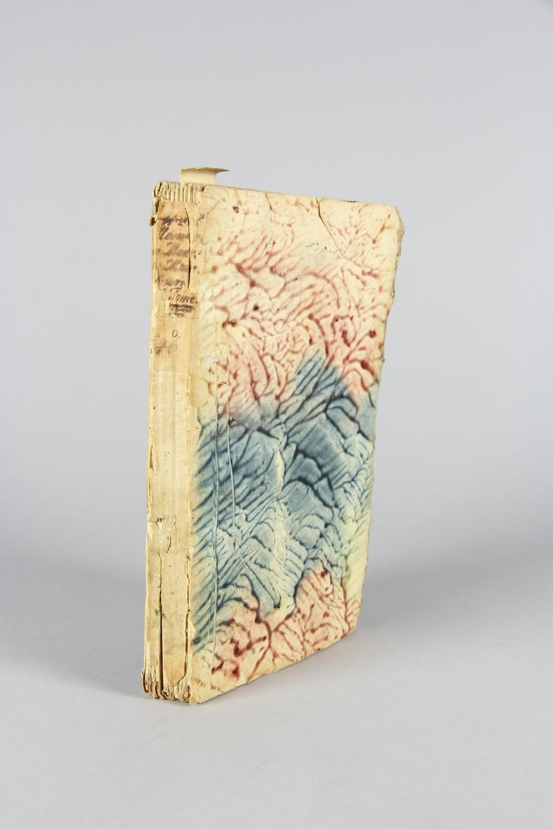 """Bok, häftad,""""Lettres et mémoires de madame de Maintenon"""", del 5. Pärmar av marmorerat papper, oskuret snitt. Etikett med titel och samlingsnummer på ryggen."""