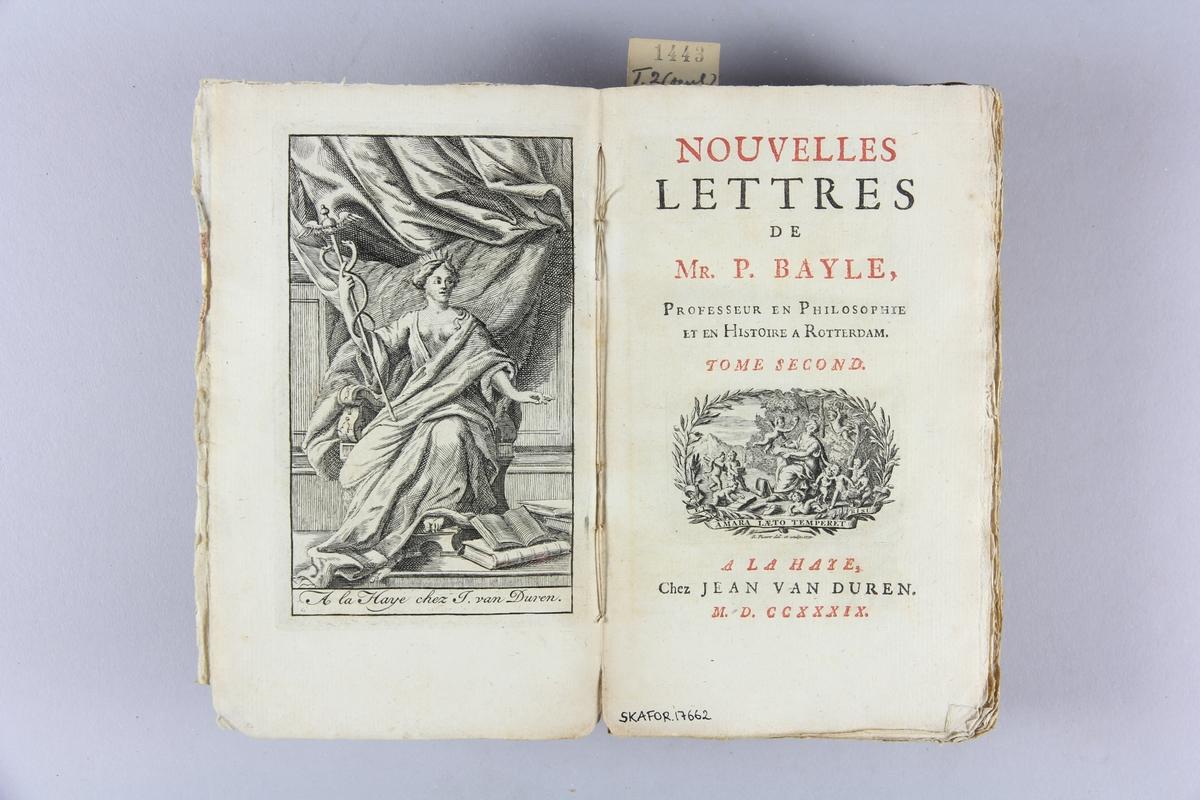 """Bok, häftad, """"Novelles lettres"""" del 2.  Pärmar av marmorerat papper, oskuret snitt. Blekt rygg med titel och samlingsnummer.    Bayle, Pierre, 1647-1706 (författare)  •  Novelles lettres.  •  1739"""