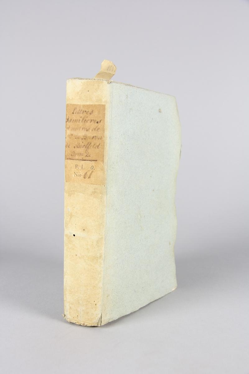 "Bok, pappband, ""Lettres familières et autres, de monsieur le baron de Bielfeld"" del 2. Pärmar av gråblå papp, oskuret snitt. Blekt rygg med etikett med titel och samlingsnummer."