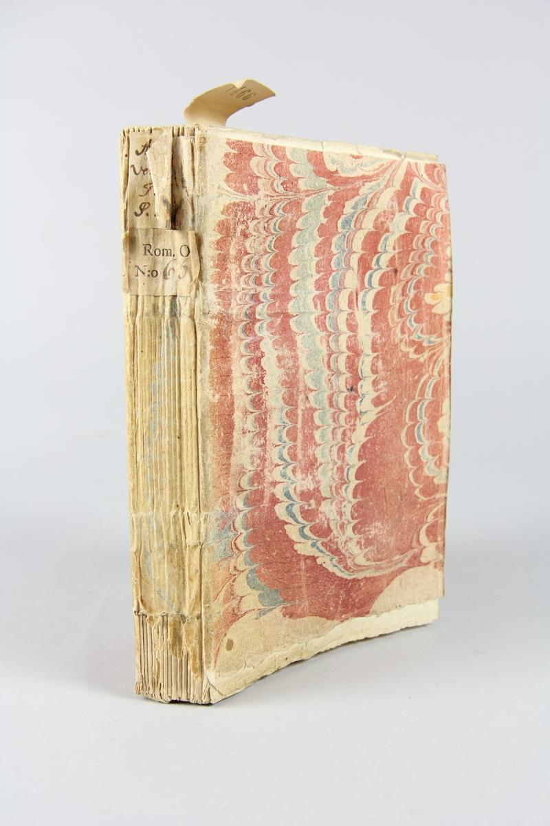 """Bok, häftad, """"Anecdotes venitiennes et turques ou nouveaux mémoires du Comte de Bonneval"""", del 1, tryckt i Utrecht 1740. Pärm av marmorerat papper, oskurna snitt. På ryggen klistrade pappersetiketter med volymens namn och samlingsnummer. Ryggen blekt. Anteckning om inköp."""
