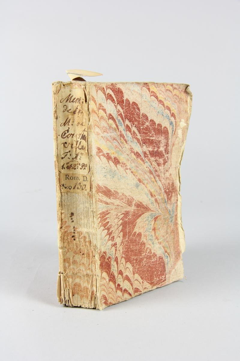 """Bok, häftad, """"Mémoires de la marquise de Courtanville/Mémoires et avantures d'une dame de qualité qui s'est retirée du monde."""", del 1:1-2, tryckt i Haag 1739. Pärm av marmorerat papper, oskurna snitt. På ryggen klistrade pappersetiketter med volymens namn och samlingsnummer. Ryggen blekt. Anteckning om inköp på pärmens insida."""