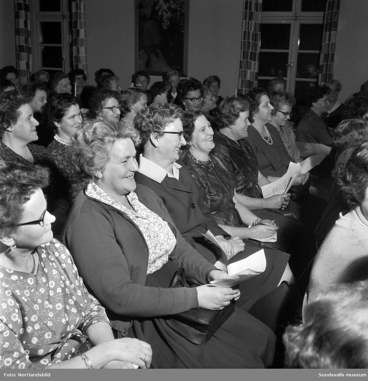 Socialdemokratiska kvinnoklubben i Sundsvall har en sammankomst på Folkets hus.