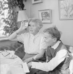 Ruth Svensson tillsammans med Toni Schmid efter hemkomsten f