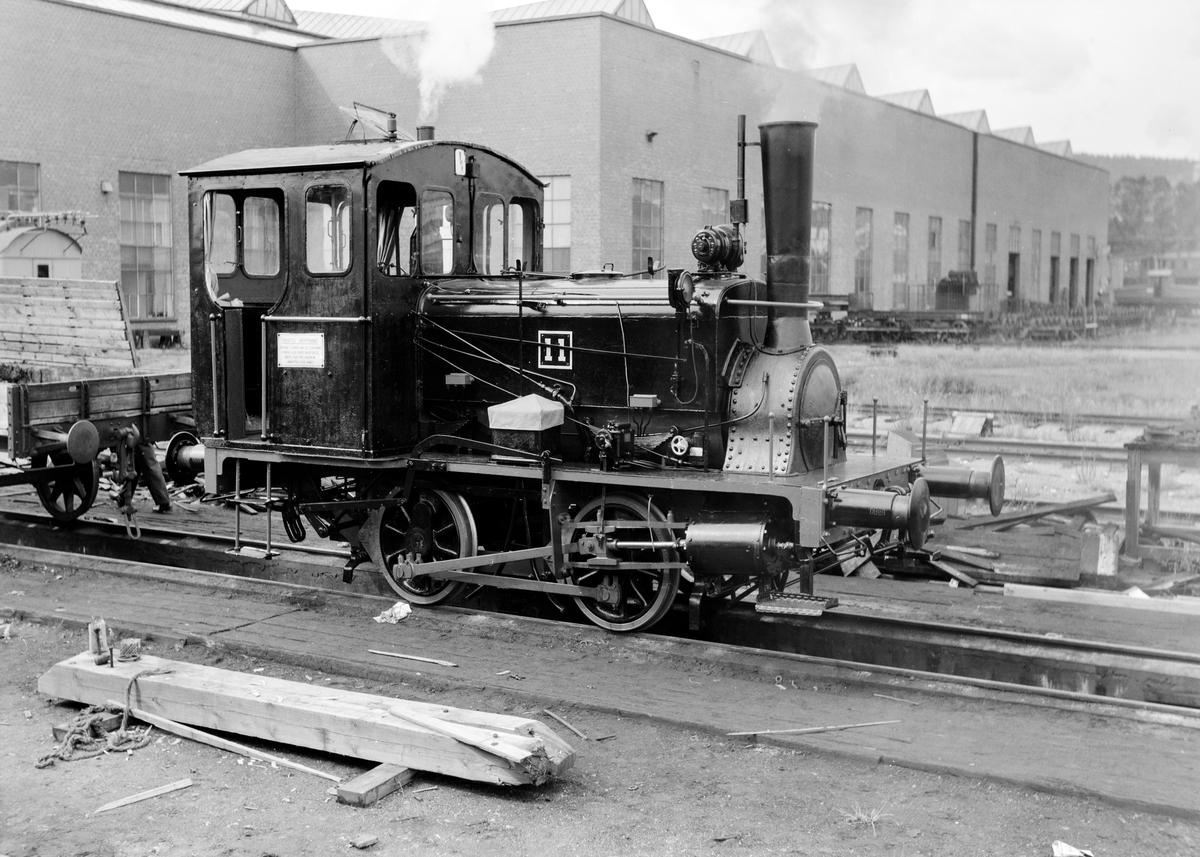 Nyrevidert og nymalt damplokomotiv type 7a nr. 11 på Grorud Verksted.