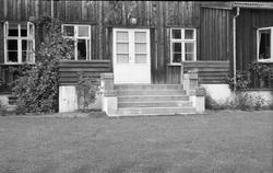Trogstad nedre i Totenvika juni 1954. Da bildet ble tatt, Tr