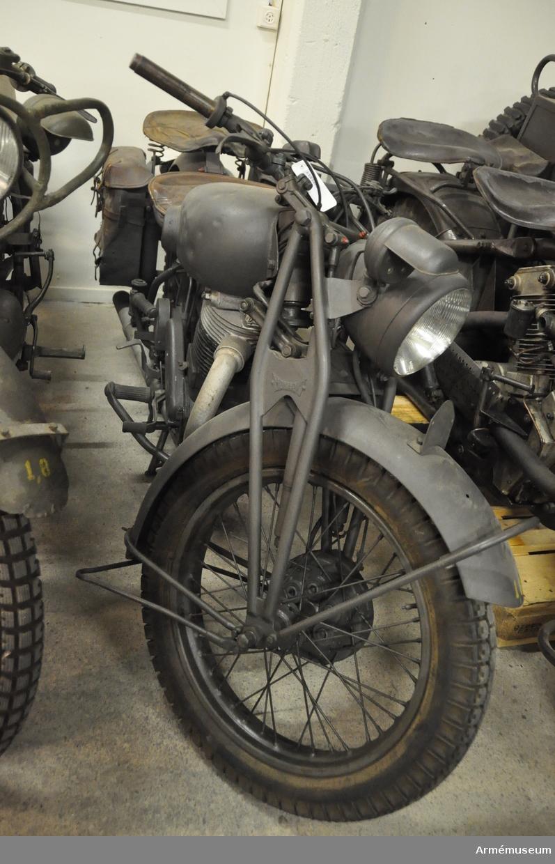 Grupp I VII.  Motorcykel Albin-Monark m/1942. Militär beteckning är mc m/42 eller mc 501. Ramnr K9.