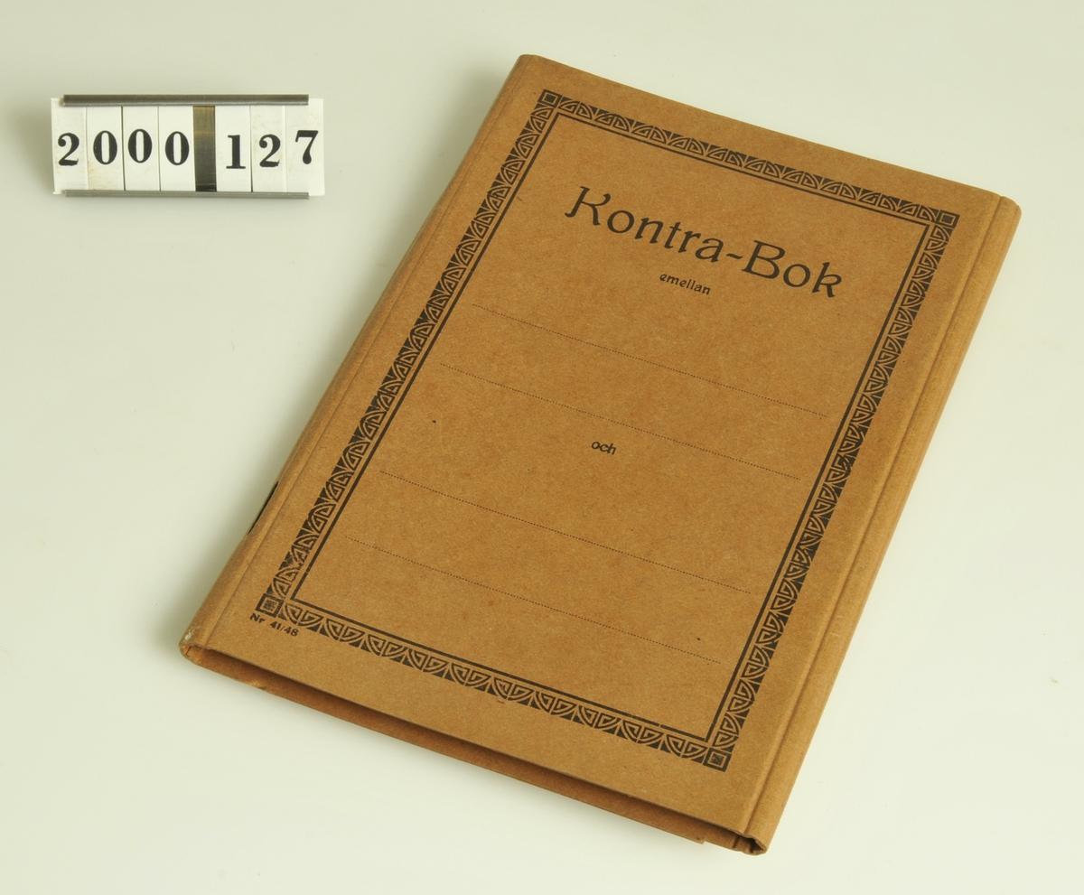 Kunden kunde skriva upp varor i boken för betalning vid ett annat tillfälle, vanligen en gång i månaden.