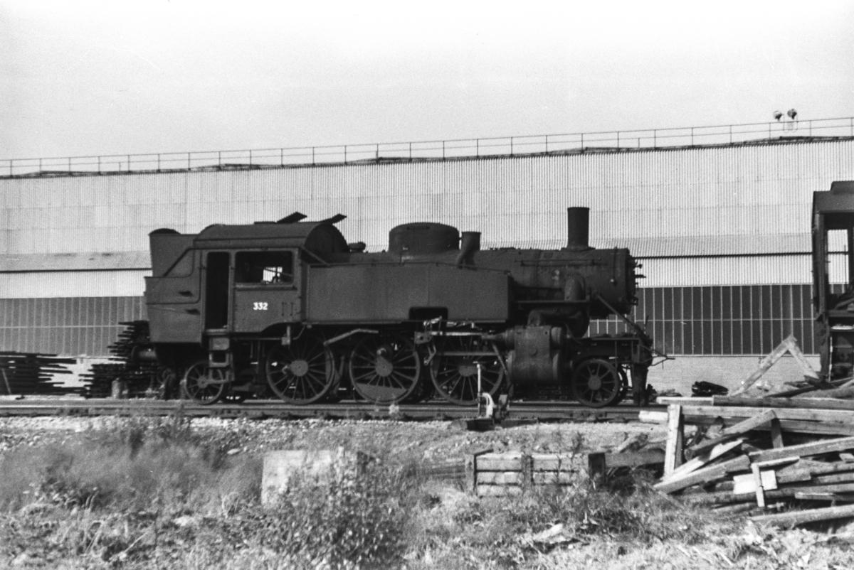 Utrangert damplokomotiv type 32b nr. 332 venter på opphugging ved Norsk Jernverk i Mo i Rana.
