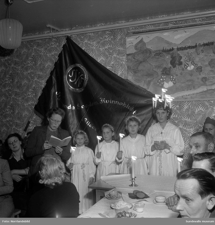 Luciakaffe med luciatåg i Kyrkmon, Njurunda socialdemokratiska kvinnoklubb.