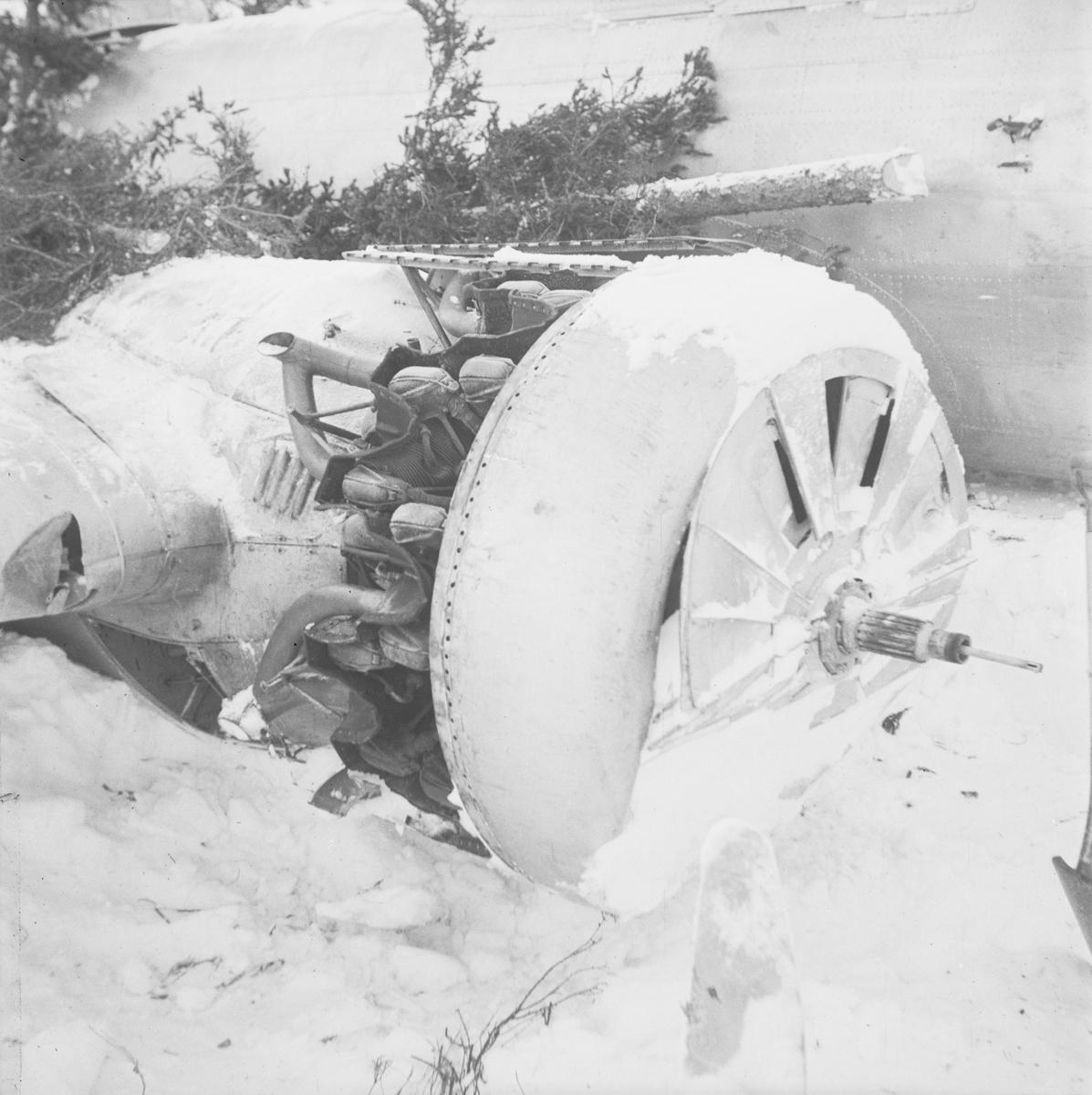 Motor till nedskjutet sovjetiskt flygplan DB-3 vid Svenska frivilligkåren i Finland, F 19.